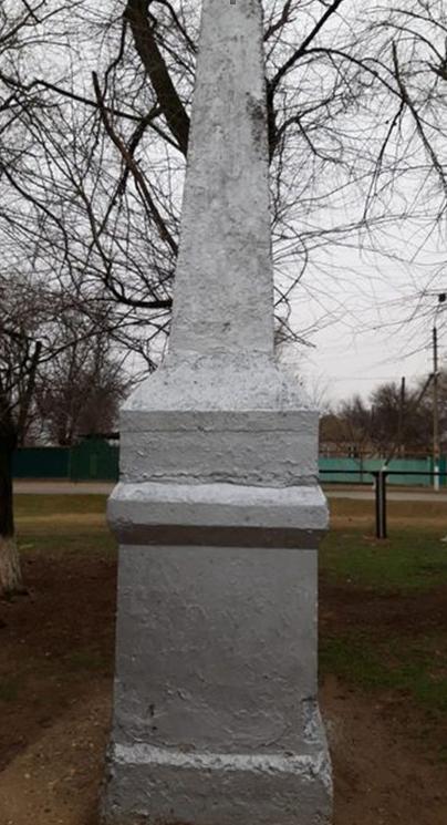 с. Озек-Суат Нефтекумского р-на. Памятник неизвестному солдату.