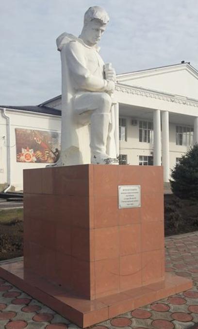 с. Овощи Туркменского р-на. Памятник неизвестному солдату.