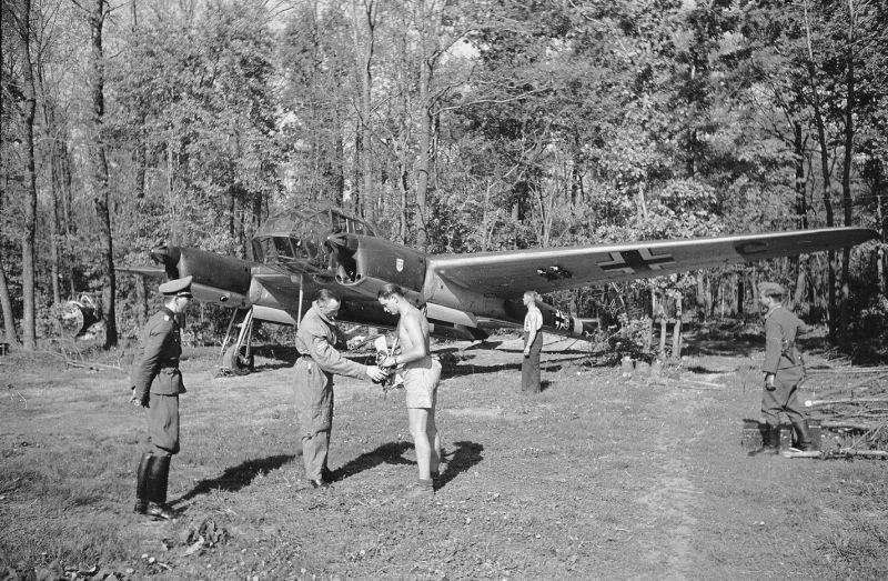 Самолет-разведчик «Фокке-Вульф» 189 на аэродроме под Харьковом. 1942 г.
