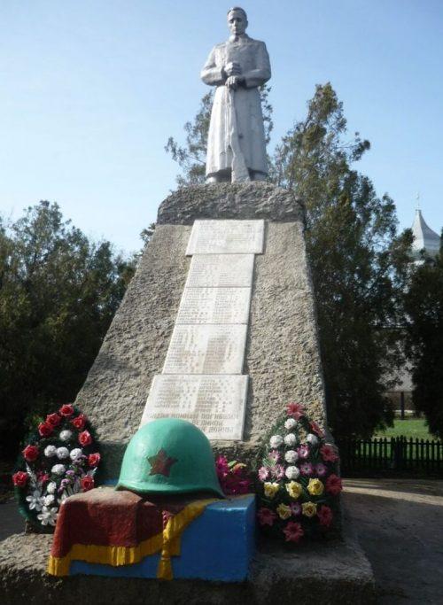 с. Бурукшун Ипатовского р-на. Памятник односельчанам, погибшим в годы войны.