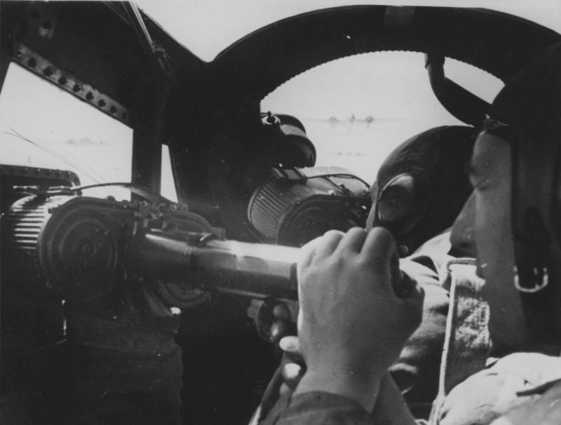 Стрелки бомбардировщика Юнкерс Ю-88. 1942 г.