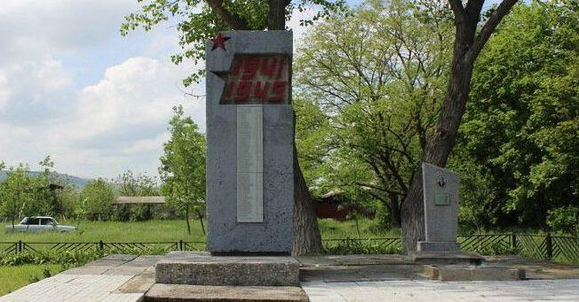 х. Верхнеегорлыкский Шпаковского р-на. Братская могила воинов, погибших в годы войны.