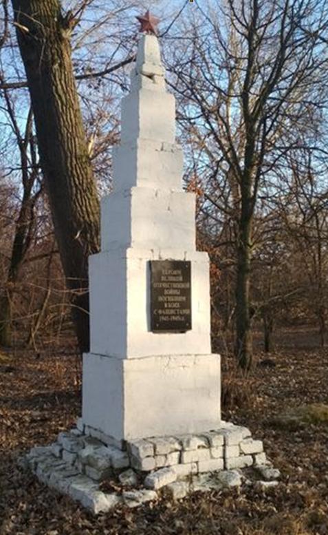 с. Казинка Шпаковского р-на. Памятник воинам-землякам, погибшим в годы войны.