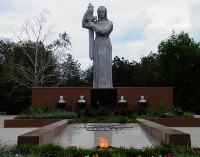 г. Ипатово. Мемориал погибшим воинам Гражданской и Великой Отечественной войн.