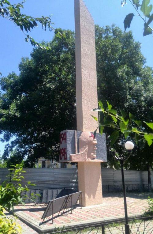 с. Надежда Шпаковского р-на. Памятник воинам, погибшим в годы Гражданской и Великой Отечественной войн.