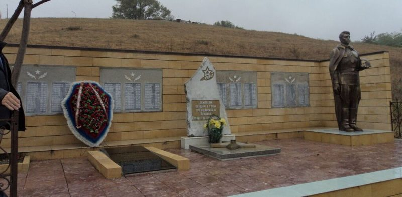 х. Нижнерусский Шпаковского р-на. Мемориал советским воинам.