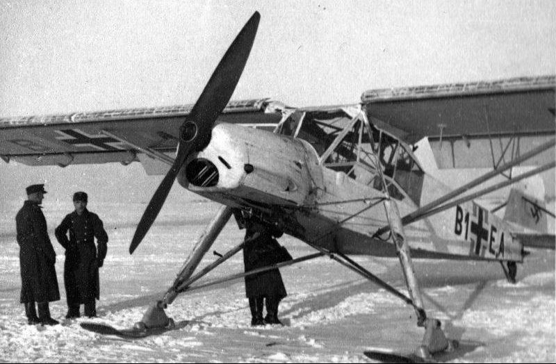 Штабной самолет Fi.156 «Шторх» на лыжном шасси на Восточном фронте. Февраль 1943 г.