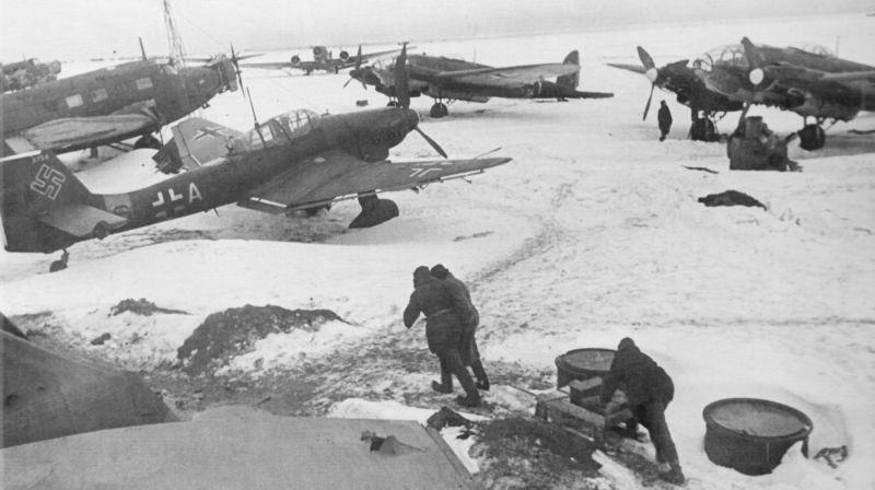 Аэродром под Сталинградом с захваченной немецкой авиатехникой. Февраль 1943 г.