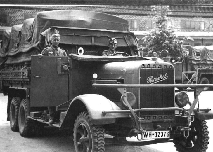 Трехосный тентованный грузовик «Henschel 33-D1». 1942 г.