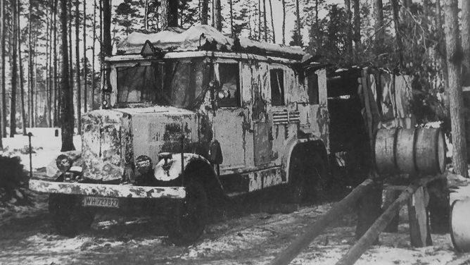 Фургон связи на шасси грузовика «Krupp L3 H-163» в зимнем лесу. 1942 г.
