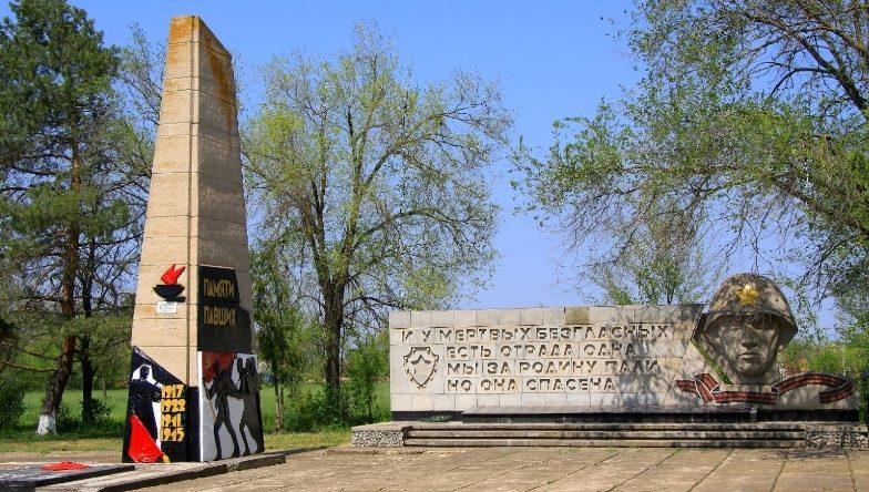 с. Лиман Ипатовского р-на. Памятник советским воинам, погибшим в годы Гражданской и Великой Отечественной войн.