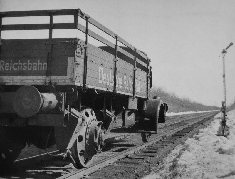 Грузовик «Магирус» на рельсовом ходу на оккупированной территории СССР. 1942 г.