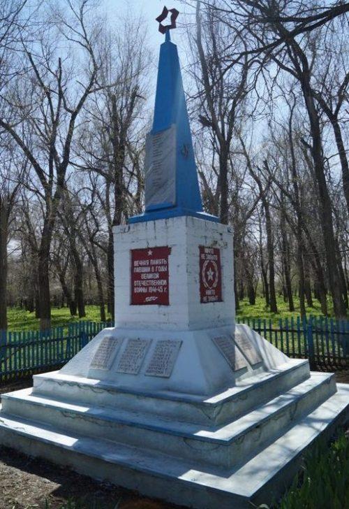 с. Новоандреевка Ипатовского р-на. Памятник погибшим советским воинам.