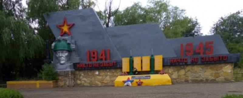 п. Цимлянский Шпаковского р-на. Мемориал погибшим воинам.
