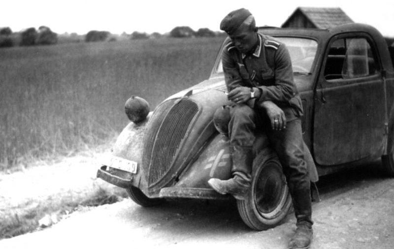 Автомобилем итальянского производства «FIAT 500 NSU» на службе Вермахту. 1942 г.