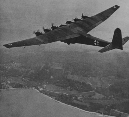Тяжелый транспортный самолет Мессершмитт Me.323 «Гигант». 1943 г.