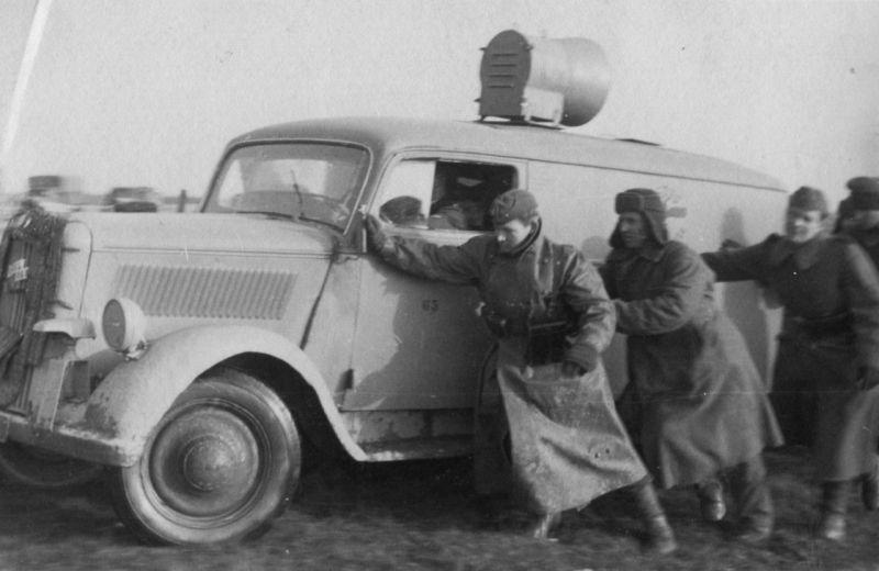 Автомобиль «Opel Blitz 1t» с громкоговорящей установкой. 1943 г.