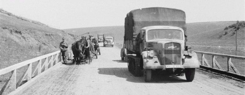 Полугусеничный грузовик «Opel Maultier 3.6-36C/CCM». В Белгородской области. 1943 г.