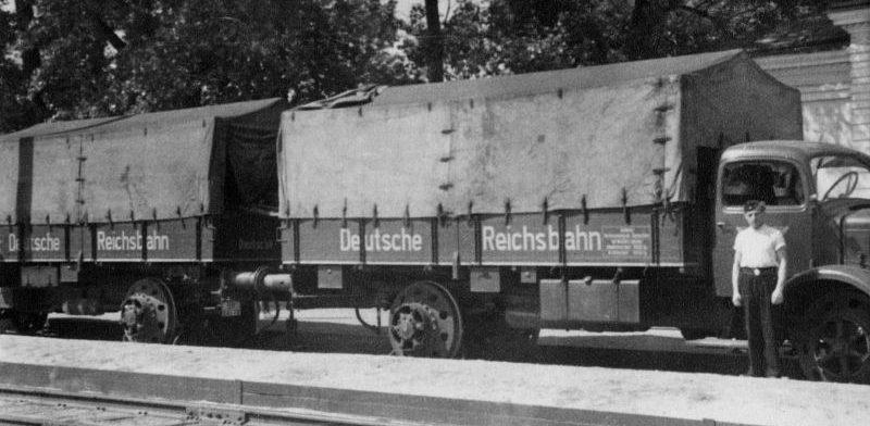 Поставленный на рельсы немецкий грузовик «Mercedes-Benz L-6500» на вокзале оккупированной Полтавы. 1943 г.