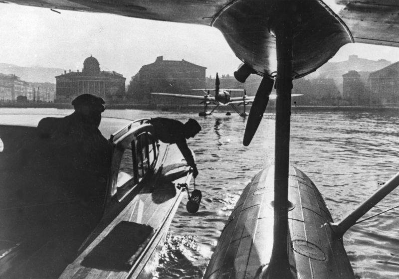 Гидросамолеты итальянского производства CANT Z.506 Airone в гавани Триеста. Апрель 1944 г.
