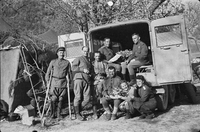 Трофейный санитарный автомобиль Kfz. 31 на базе грузового автомобиля «Steyr type 640». Май 1944 г.