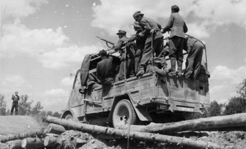 Трофейный автомобиль «Peugeot DMA» переезжает разрушенный партизанами мост в районе Орши. Июль 1944 г.