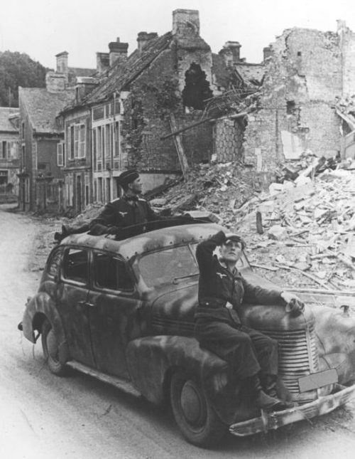 Автомобиль «Opel Kapitan» в Нормандии. Июль 1944 г.