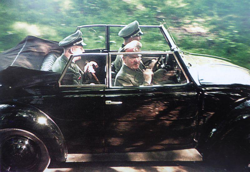 Адольф Гитлер и Генрих Гиммлер в кабриолете «КдФ-Ваген» у резиденции «Бергхоф». 1944 г.