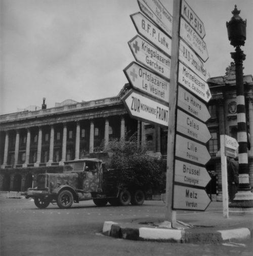 Газогенераторный грузовик «Henschel-33» на площади Согласия в Париже. 1944 г.