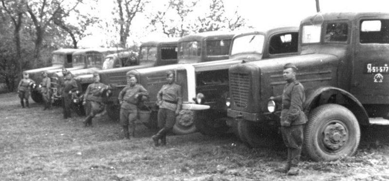 Трофейные грузовики в Красной Армии. 1944 г.