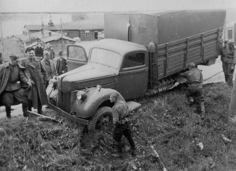 Трофейный немецкий грузовик «Форд V-3000». 1944 г.