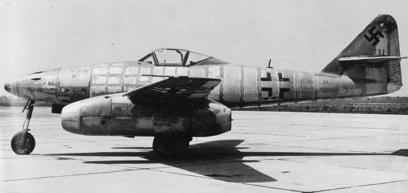 Реактивный самолет Me-262A-1A, захваченный американцами. Март 1945 г.