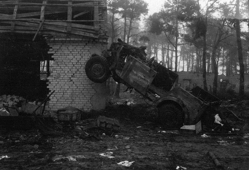 Армейский автомобиль «Хорьх-108», разбитый в Хайлигенбайльском котле. Март 1945 г.