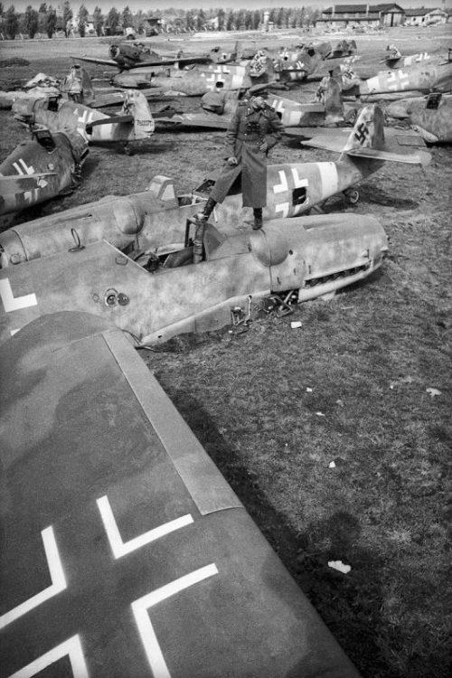 Рембаза самолетов под Берлином. Апрель 1945 г.