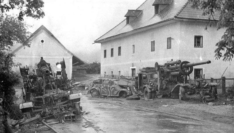 Автомобиль «Opel Olympia 1,3» на дороге в районе Граца. Май 1945 г.