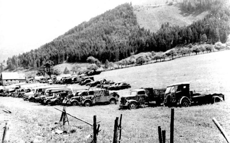 Сборный пункт немецкой автотехники в Австрии. Май 1945 г.