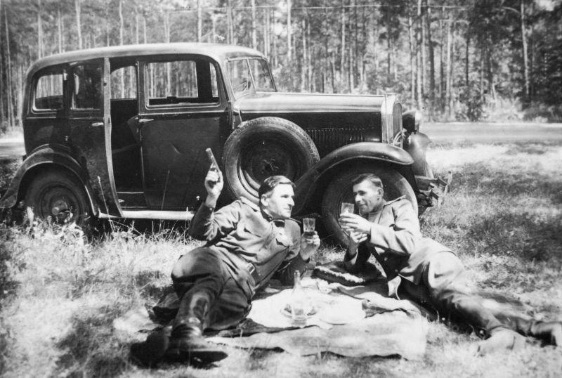 Трофейный автомобиль «Opel 1,8 Liter Regent». Май 1945 г.