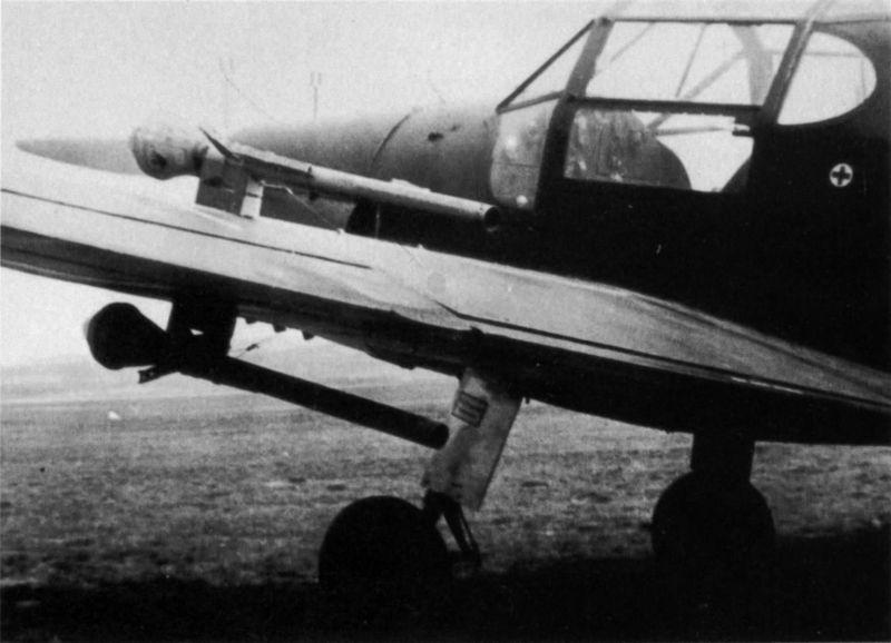 Учебный самолет Bücker Bü 181, переоборудованный в истребитель танков. 1945 г.
