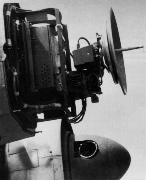 Радар «Берлин» FuG-240, установленный на ночном истребителе Юнкерс Ю-88. 1945 г.