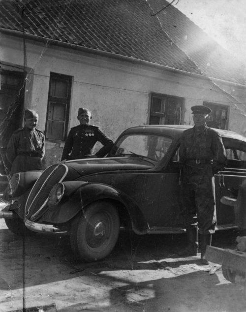 Трофейный автомобиль «Fiat-1500» в немецком Велау. 1945 г.
