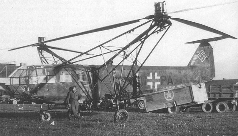 Захваченный американцами многоцелевой транспортный вертолет Fa.223 Drache на аэродроме. 1945 г.