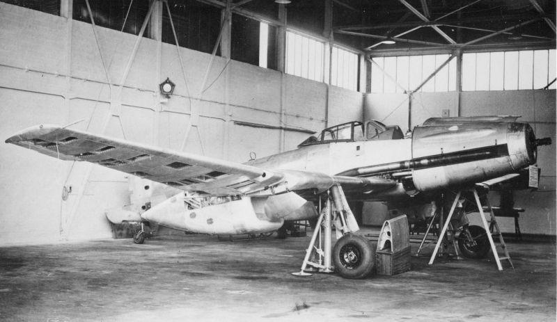 Захваченный американскими войсками экспериментальный высотный истребитель-перехватчик Blohm und Voss B.155 V-2. 1945 г.
