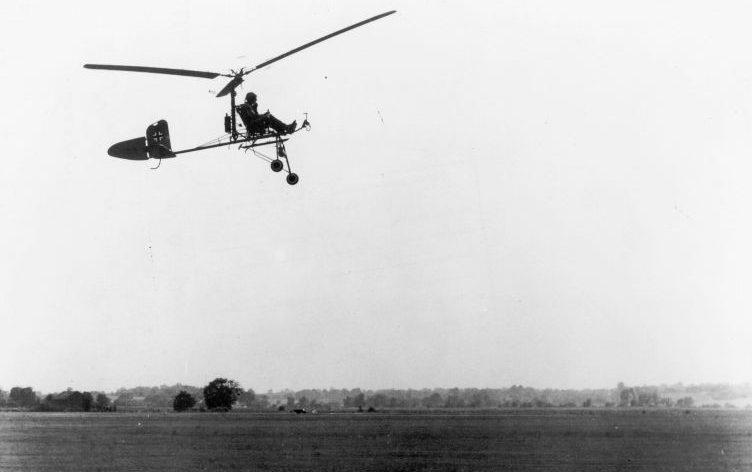 Трофейный немецкий автожир (гироплан) Focke-Achgelis Fa.330A-1 «Bachstelze» в ходе испытаний в США. 1945 г.