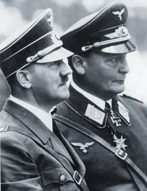 Адольф Гитлер и Герман Геринг.