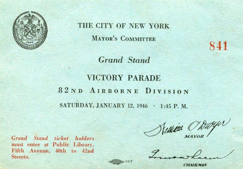 Пропуск на Гранд-Стенд для парада Победы на 5-й авеню Нью-Йорка.