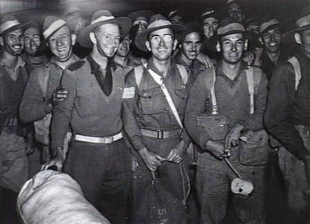 Первые демобилизованные, отслужившие 5 лет вернулись в Сидней. Август 1945 г.