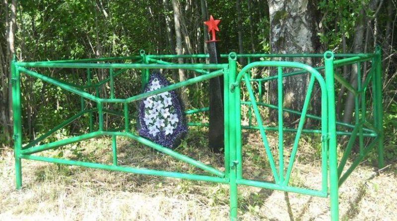 д. Астищи Бежаницкого р-на. Братская могила советских воинов, погибших в годы войны.