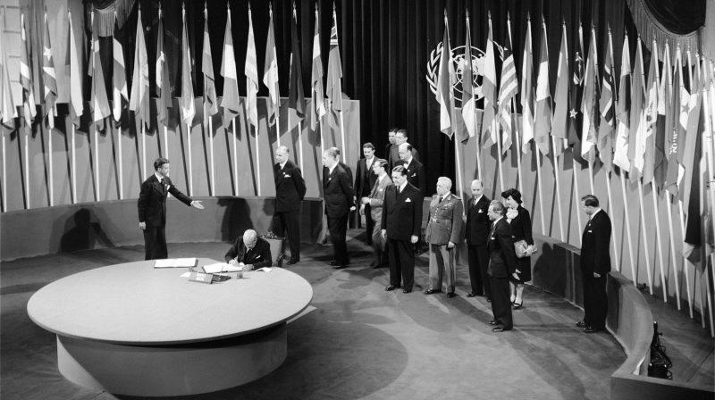 Церемония подписания Устава ООН.