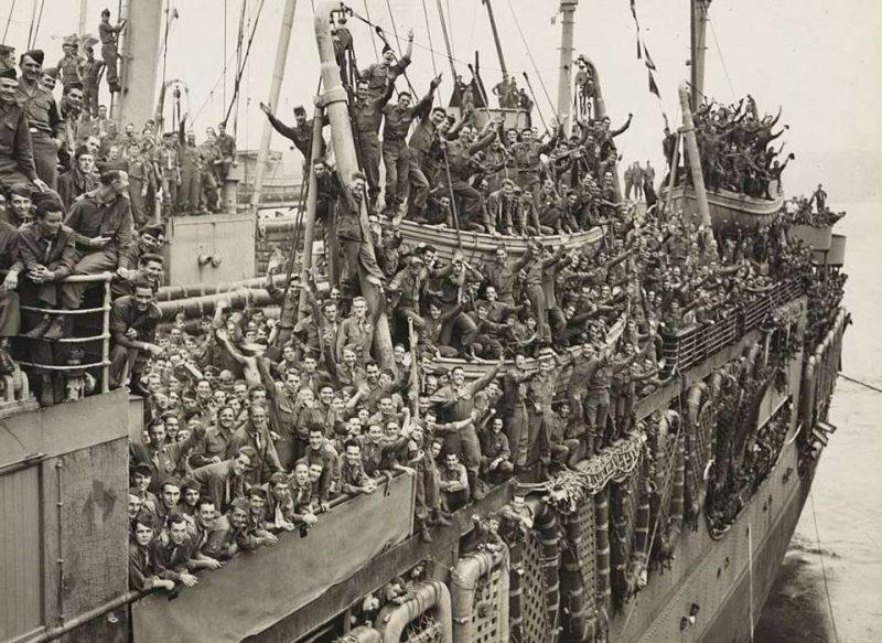 Возращение демобилизованных американских солдат домой.