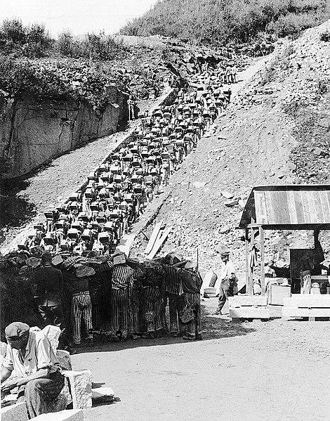 Карьер Винер Грабен и «лестница смерти» из 186 ступеней по которой заключенные несли гранит на верх